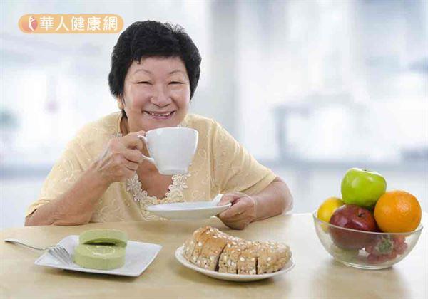 食療可改善憂鬱情緒,天然食物與6大營養素是妙方。