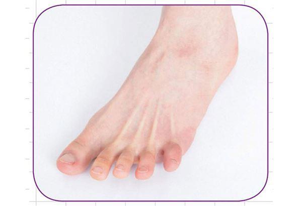 3.布:盡量張開腳趾,讓5隻腳趾之間分開至足夠間距。(圖片提供/瑞麗美人國際媒體)