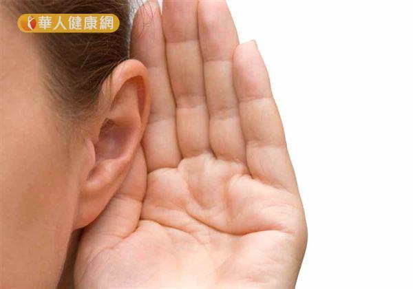 高壓氧治療在醫學上的運用範疇更是廣泛。包括耳鼻喉科、胸腔科、重症醫學,都少不了它的協助。譬如,突發性耳聾患者臨床上,就建議可嘗試高壓氧治療。