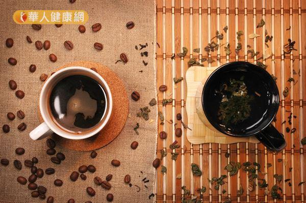 咖啡中的咖啡因、綠茶中的兒茶素,近年都被認為有提升運動燃脂力的作用。
