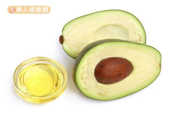 酪梨、堅果、橄欖油雖然屬於健康的油脂類,但是仍要適量攝取,吃太多還是一樣不健康又會胖。