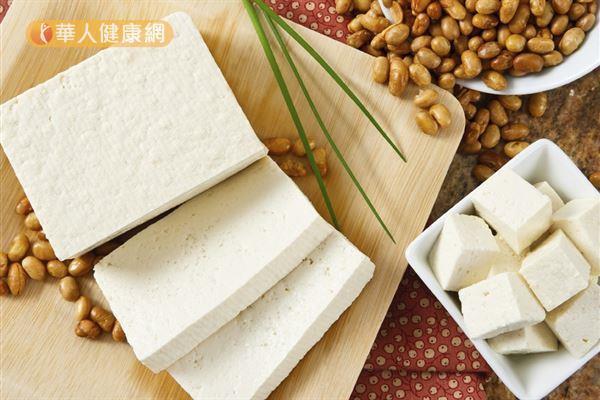 若蛋白質吃太多,會促進小腸中草酸的排出,進而提高形成結石的風險。