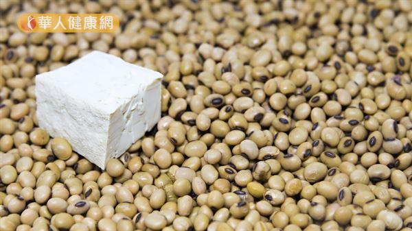黃豆富含色胺酸,適度補充有助促進體內褪黑激素的分泌。