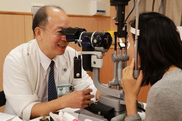 眼科袁漢良醫師表示,很多眼科研究發現黃種人近視率特別高,是白種人的3倍。(圖片提供/台中慈濟醫院)