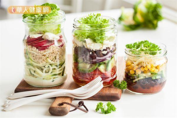 吃對食物、吃對營養,生理反應自然健康正常,也容易產生飽足感,不會因為饑餓亂吃,讓生理運作能夠自然而然步上健康的軌道。