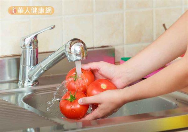 謹記「蔬果579」,小孩每日5份、成年女性7份、成年男性9份的原則。積極增加新鮮蔬果的攝取,就是拒絕「隱形飢餓」上身,鞏固自身健康的自我保健基礎!