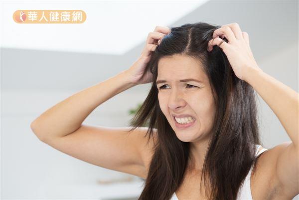 臨床觀察頭皮癢的患者,大致可分為「血虛風燥」和「風濕熱鬱」2種體質。