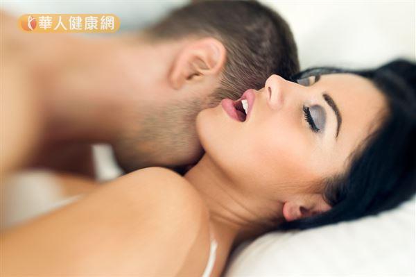 太太做陰道整型術傷口還沒癒合就展開床戰,另一半「強渡關山」就可能造成流血。
