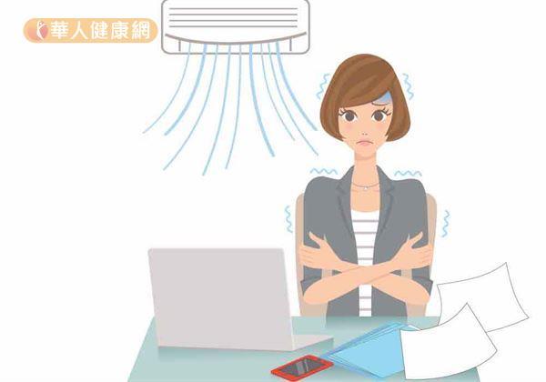 每到夏天,秀珍(化名)就特別煩躁,因為有同事正值更年期怕熱,每天都把辦公室的冷氣溫度調到很低,上班都得穿厚外套、戴毛帽來保暖,進出辦公室更像洗三溫暖般讓人難受。