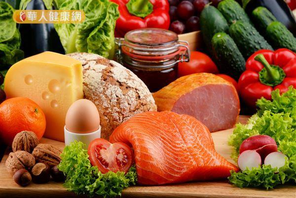 均衡飲食可以攝取多元的營養素,有助於維持健康。