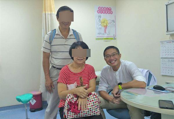1名馬來西亞籍61歲林女士,跨海來台進行根治性手術,透過腹腔鏡微創手術,進行腫瘤切除,終於除掉大患。(圖片提供/童綜合醫院)