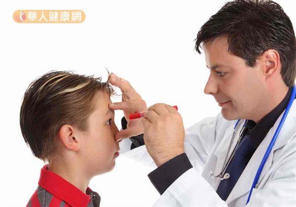 守護孩子的視力,是家長的任務。預防第一步則是定期視力檢查。