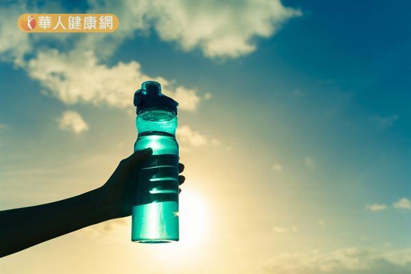 運動飲料因含有不同比例的液體、電解質和碳水化合物,而有「高滲透壓」、「等滲透壓」、「低滲透壓」的區分。