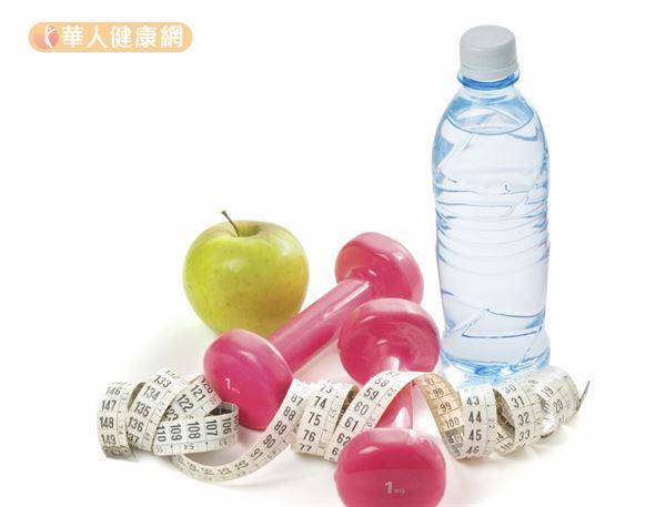 飲用運動飲料時要避免牛飲,每次以100至150毫升為原則,多次少量補充。