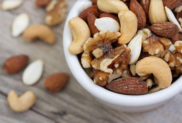不飽和脂肪酸能降低壞膽固醇,除了橄欖油,堅果也是好幫手。