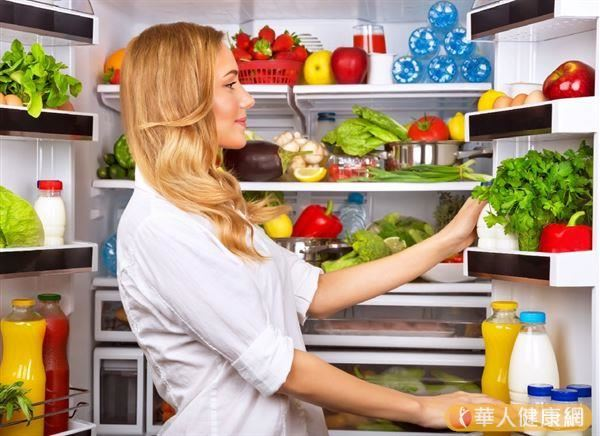 停電等到復電後,不妨檢查一下家中冰箱的食物是否有變質。