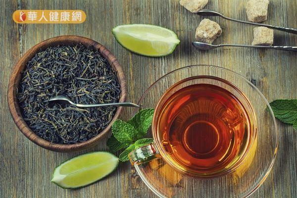 冷泡茶葉的咖啡因及單寧酸較低於熱泡茶葉。