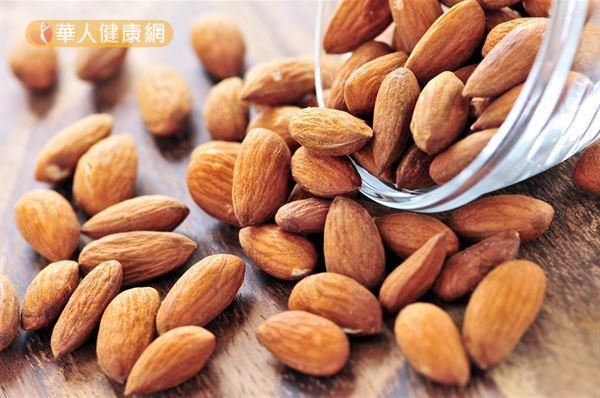 研究發現,吃杏仁可以增進「好的膽固醇」的功能。