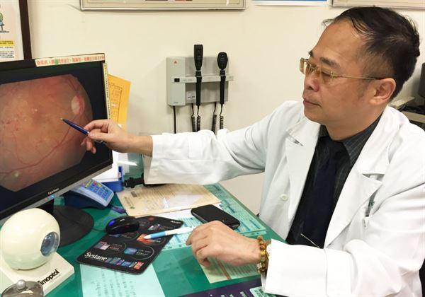 陳瑩山(如圖)主任強調,定期檢查視力,不僅可保護眼睛,更能延長眼睛使用,預防老化。(圖片提供/新竹國泰醫院)
