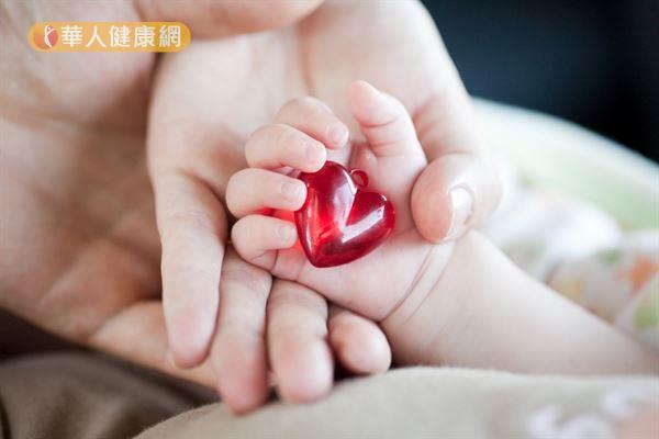 足月兒發生「開放性動脈導管」的機率約千分之一,早產兒甚至高達30%。