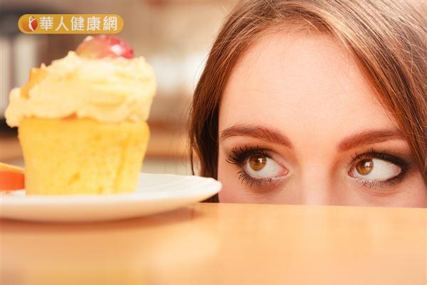 肝火旺的人要減重,最重要的還是學習自我放鬆、轉換情緒,不要光靠「吃」來發洩情緒。