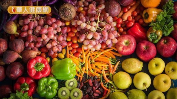 胃火旺的人,平時進餐之前可先多吃涼性、平性的蔬果「打底」,以免正餐吃得過飽。