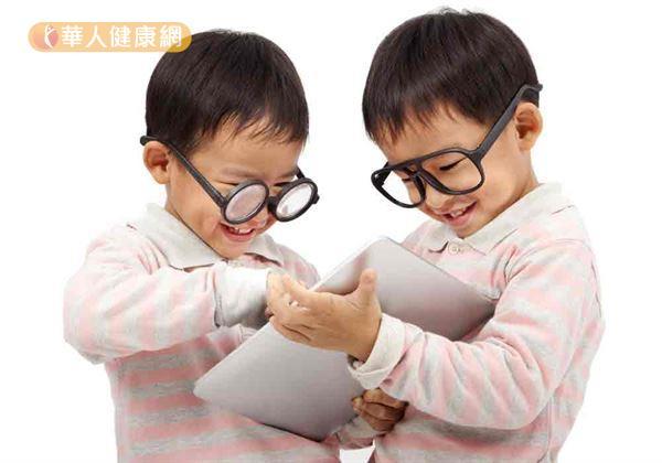 國內兒童近視問題日益嚴重,提早發現與治療,可降低高度近視風險。