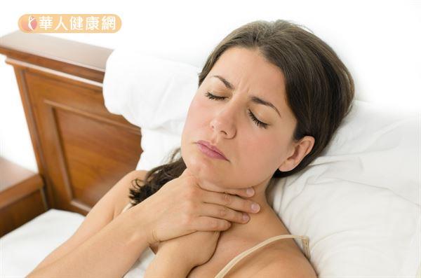 賴睿昕中醫師建議,有喉嚨腫痛不適的人,可用綠豆和甘草煮水後飲用。