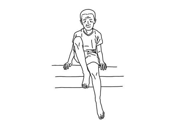 坐在椅子上,輪流將單腳抬起,每個動作維持10秒,重複10次。(圖片/大田出版提供)