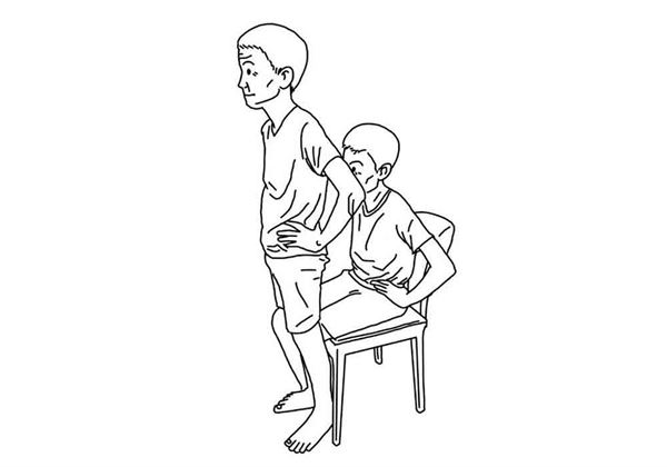 雙手插腰站起來後再坐下,重複10次。(圖片/大田出版提供)
