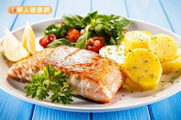 魚油中富含的ω-3多元不飽和脂肪酸可降低肝臟脂質積累、改善胰島素敏感性且具有抗發炎作用。
