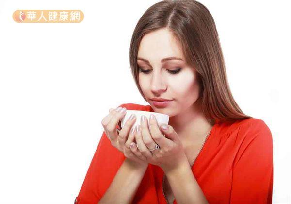 中醫養生藥膳食療,可活血補氣,有助改善女性經痛。