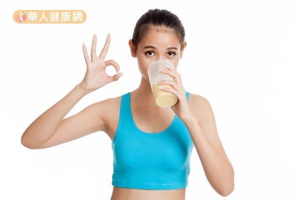 健身者仍需要評估運動強度、日常飲食種類及份量、身體蛋白質需要量,才能決定要不要吃乳清蛋白。