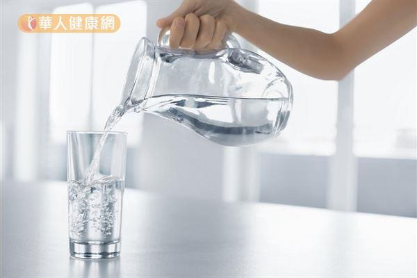 養成每天至少2000c.c.白開水的好習慣,有助預防熱傷害的發生。