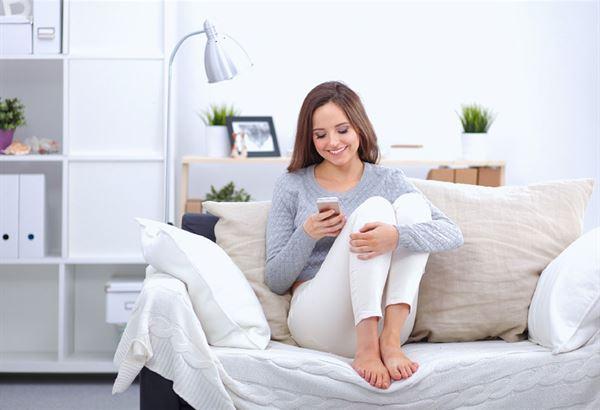 自殘姿勢5:盤腿或屈膝而坐(圖片提供/趨勢文化)