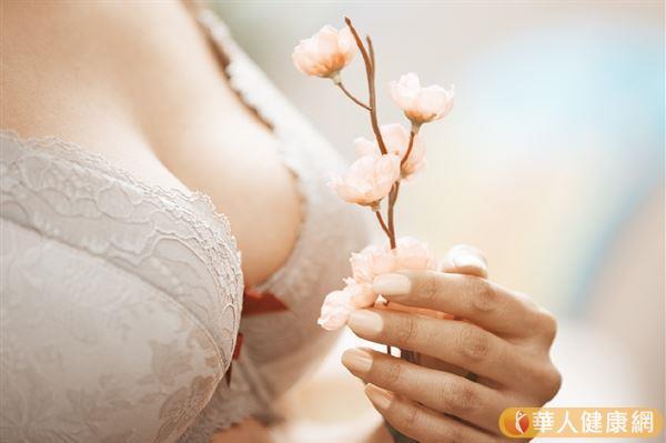 如果覺得自己的乳暈過大,可以進行乳暈縮小術,手術的做法有很多。