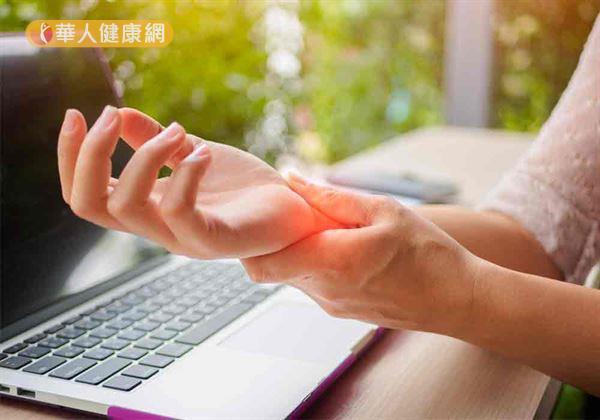 你是每天工作離不開電腦的上班族嗎?小心,長時間使用鍵盤、滑鼠又未適度休息,恐引發「腕隧道症候群」上身,使手指、腕部飽受痠麻、脹痛之苦!