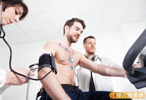 提醒參與的選手,應該定期看醫生,檢查是否有相關的病史和體檢。
