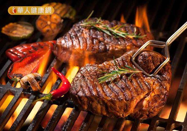 營養師建議,烤肉時不要讓高油高熱量的食材影響身體健康。