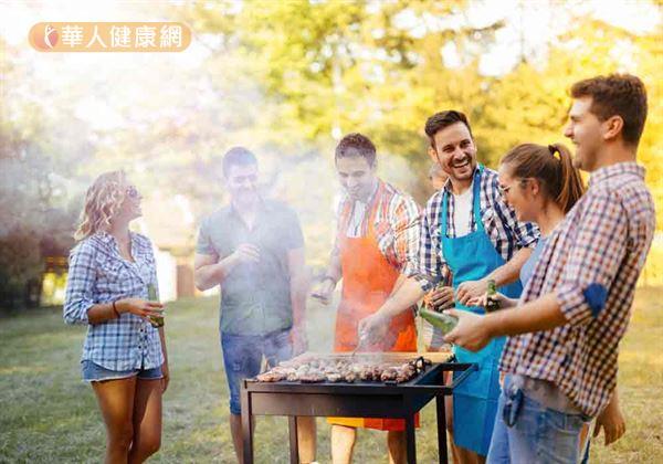 俗語說,「一家烤肉萬家香」,中秋烤肉幾乎已經是賞月過程必要活動。
