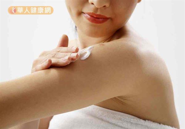秋意濃,皮膚乾燥過敏,做好防曬保溼很重要。