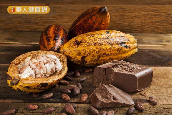 剛從可可樹摘取下來的新鮮可可豆,類黃酮含量明顯比市售巧克力更高。