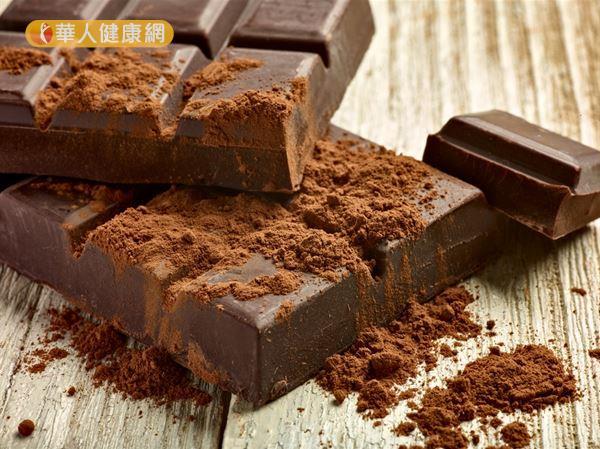 研究發現巧克力中的黃酮類化合物,可以保護皮膚免受傷害,減少因紫外線暴露所引起的紅斑。