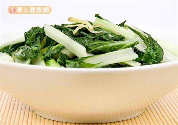 「渡部式飲食」,是以新鮮蔬果攝取為主的「葛森食療」與「長壽飲食法」為核心。