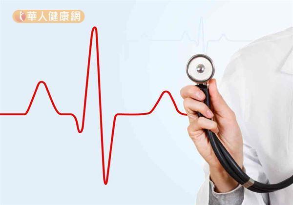 唯一要注意的是,有心肺疾病,或是糖尿病以及年紀大的老人要特別小心!因為發高燒等於讓身體的新陳代謝速度變高,心跳加快、血液循環速度也加快,可能有加重心肺臟的負擔,甚至造成心衰竭或肺部受損的疑慮。
