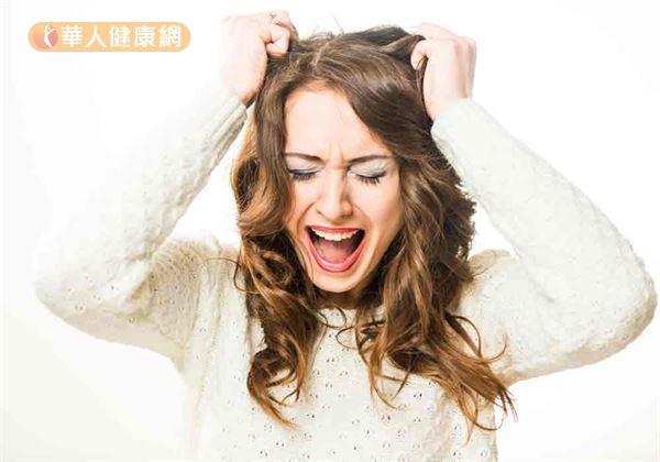 思覺失調症對外界常會有敏感多疑、思考混亂、人際互動變差等行為異常。