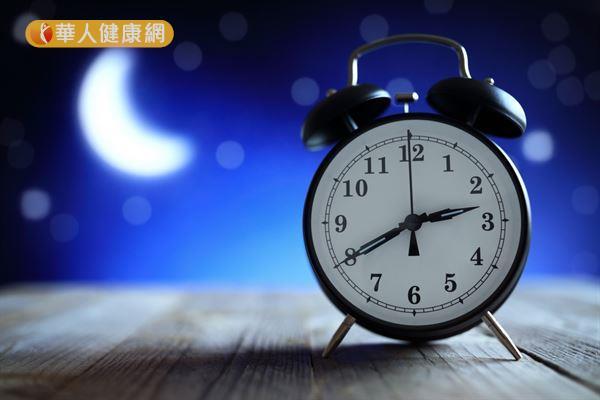 洪若樸營養師強調,睡前能不能補充B群,關鍵在於「身體是否缺乏」!