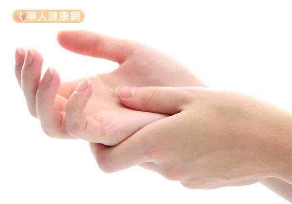 腕隧道症候群傷害誰人知?57歲的女家事服務員,長期飽受腕隧道症候群引起的手麻、腕部疼痛、無力之苦。