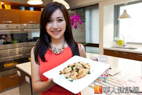 網路爆紅的「矽谷美味人妻」謝凱婷,分享廚房時間管理經驗。(攝影/黃志文)