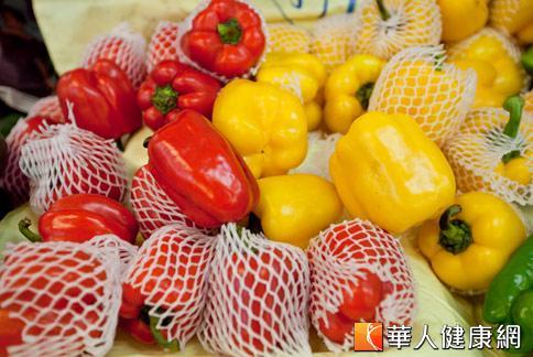 蔬果殘存農藥問題日益嚴重,消基會調查發現,國內市售甜椒殘留農藥多。(攝影/黃志文)